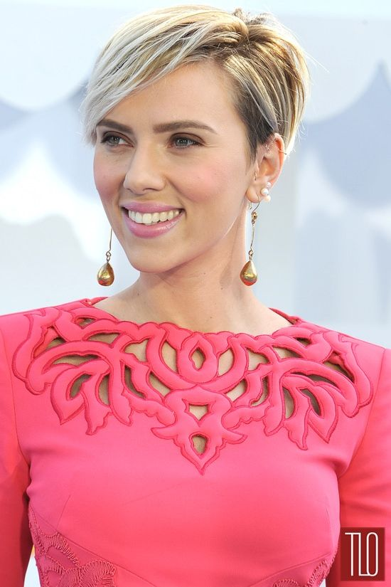 Scarlett Johansson in Zuhair Murad at the 2015 MTV Movie Awards {aaaaand, now I want SHORT HAIR again. ::facepalm:: Thanks a lot, ScarJo.}