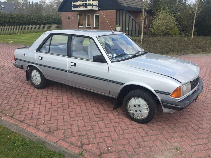 Peugeot - 305 SR - 1984