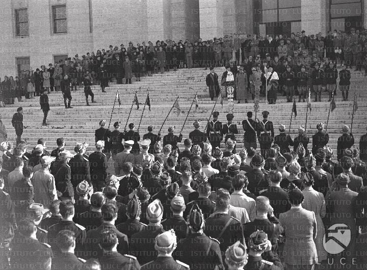 Cerimonia di saluto ai volontari universitari fascisti in partenza per il fronte  ATTUALITA/A40-012/A00130168.JPG