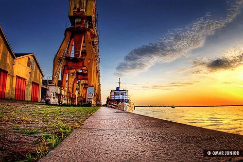 Porto Alegre  é a capital do Rio Grande do Sul e  esconde inúmeras belezas proporcionadas pela sua geografia diversificada  com morros, baix...