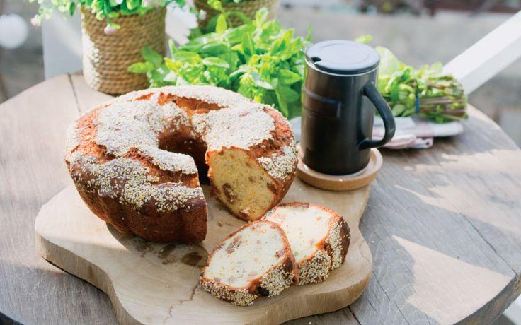 Ένα λαχταριστό κέικ για να μοσχομυρίσει το σπίτι σας μαχλέπι και μαστίχα. Φτιάξτε το και δεν θα μείνει ψίχουλο. Μία εύκολη πρόταση και για όσους δυσκολεύονται να ανοίξουν φύλλο! ... Read More