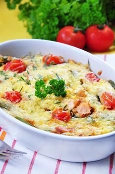 Запеченый лосось с картофелем, укропом и сливками