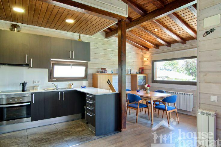 cocina #casa de #madera #sostenible Kuusamo Log Houses en Piera (Barcelona) obra de House Habitat