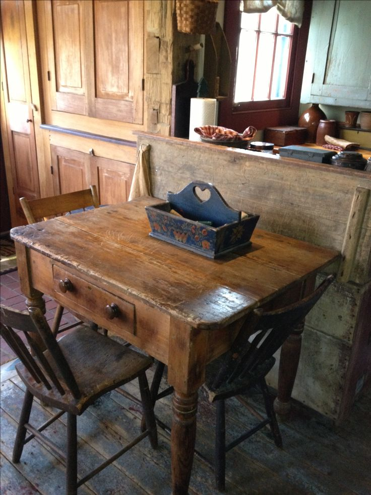 wow what a beautiful table i have one like that out in the shed i think it will become my new dining room table - Primitive Kitchen Tables