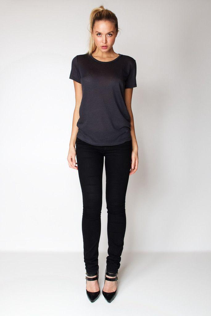 T-Shirt U Neck / Dark Grey