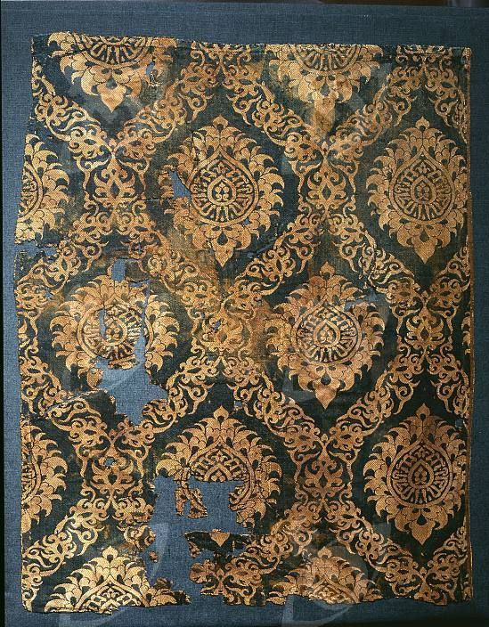 14 c. Mamluk silk textile: ogees with rosettes with the name of the Sultan woven in. Gold on blue