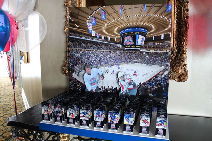 Madison Square Garden Rangers Seating Card Display with Cutout Players