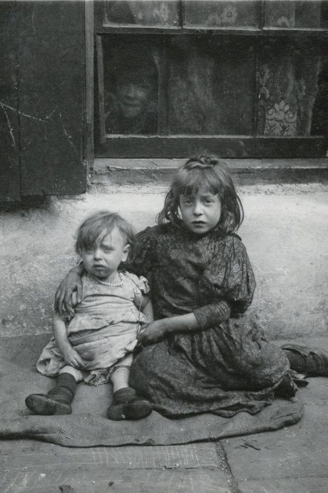 Horace Warner's intimate portraits of London's poorest children in the early 1900s