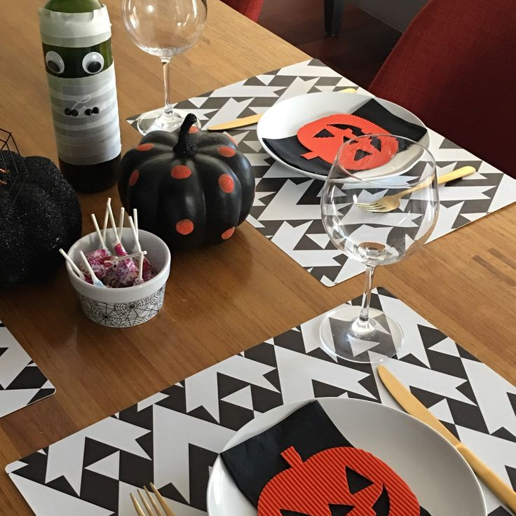 Ideas for decorating your Halloween table with our amazing placemats