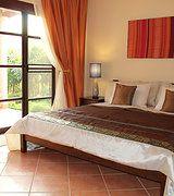 Benjarong talon/huvilan iso makuuhuone. www.vuokraahuvilathaimaasta.com