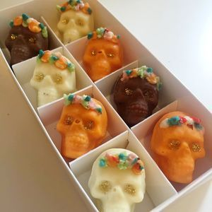 Day Of The Dead Halloween Chocolates | From trick or treating and pumpkin carving, to watching scary movies and having a party, there's so much you can enjoy on the spookiest night of the year. Time to get Halloween-ready.