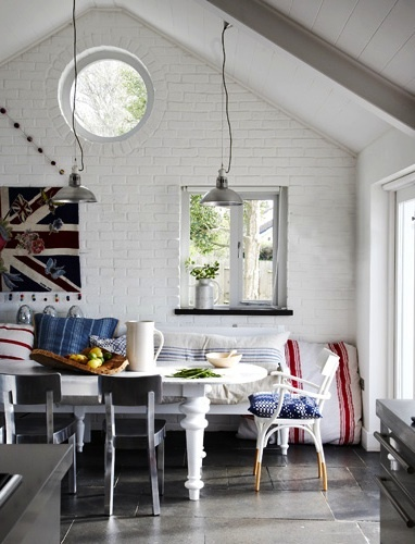 Contemporary country chic >> white brickwork and THOSE WINDOWS