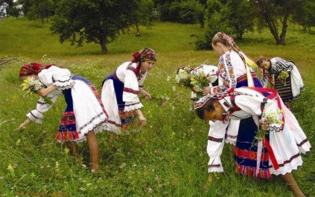 Superstiţii de Sânziene, când se deschid cerurile. Sărbătoarea care dă puteri magice florilor şi tămăduieşte bolnavii   adevarul.ro