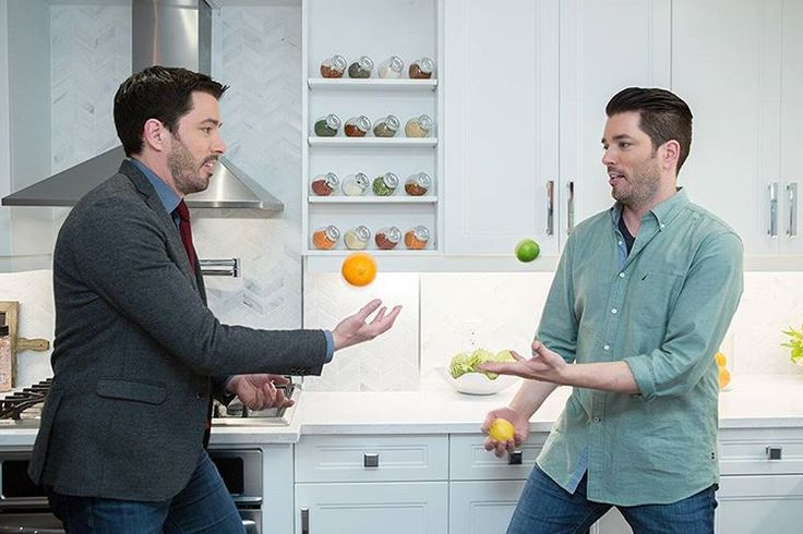 """Property Brothers  on Instagram: """"Katie and Michael sold their property, but now they're squeezed into a one-bedroom rental until mrdrewscott and @mrsilverscott can find them their forever home.  #PropertyBrothers is all-new at 9 p.m. on @hgtvcanada and check out the #PBHandbook app at midnight - it will be filled with pics and other fun content from tonight's episode! Download it for free if you haven't already! Link in bio!"""