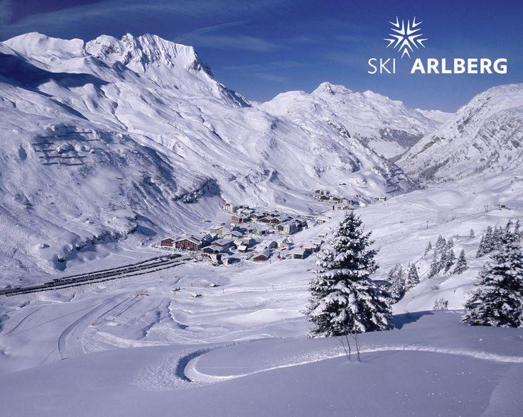 Perfekt zur Einstimmung auf den Winter - Zürs als Desktop-Hintergrund - Ski Arlberg macht's möglich!   http://livecams.skiarlberg.at/west/services+/images/desktopzuersneuquer1_004.jpg