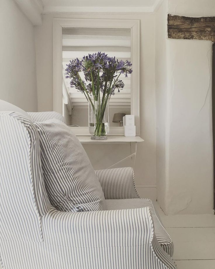 "954 aprecieri, 19 comentarii - Cottage life (@cowparsley_and_foxgloves) pe Instagram: ""Simple style#coolroom #moderncountry #newengland #lightliving #simplethings #flowers #gift"""