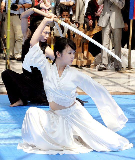 白鞘日本刀による朝鮮剣法 - http://takaojisan.blog13.fc2.com/blog-entry-700.html <<<<< 話には聞いとったけど、、テコンドーも空手のコピーだったんだね?、ふ~ん