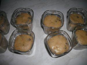 On continue avec les muffins aux pépites de chocolat : Recette : Pour 9 pots 200 g de farine 100 g de sucre 100 g de beurre 20 cl de lait 100 g de pépites de chocolat 1 oeuf 1/2 sachet de levure chimique 1 sachet de sucre vanillé Mélanger la farine, le...