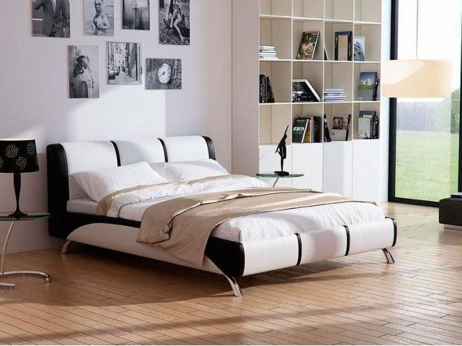 В основе интерьера спальни – черно-белая кровать. Чистота линий и игра противоположных оттенков доставляют эстетическое наслаждение и настраивают на отдых. Используйте различные виды освещения: лампы, светильники, люстры – для создания романтической атмосферы в вашей спальне.  На фото – кровать Nuvola 5, обивка выполнена из экокожи черного и белого цвета.  Подробнее: http://www.ormatek.com.