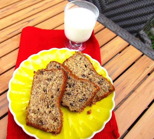 Paula Deen's Banana Nut Bread via @Elisabeth Ingram @elisabeth @foodandthrift