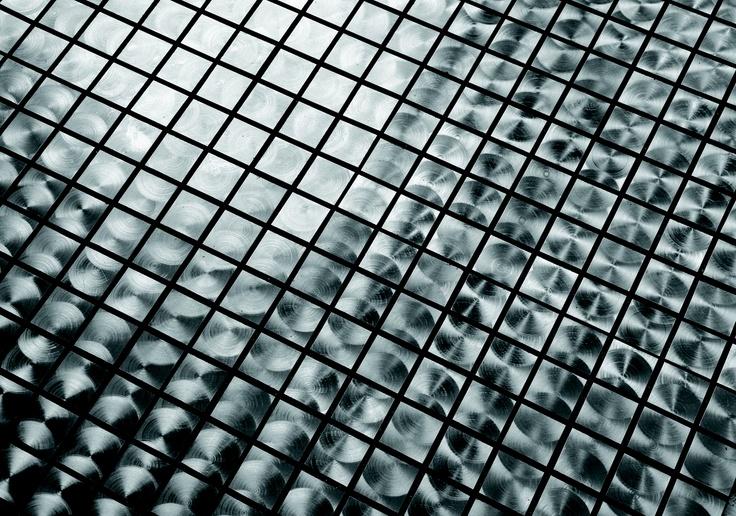 Diseño de mosaico fuerte y metálico
