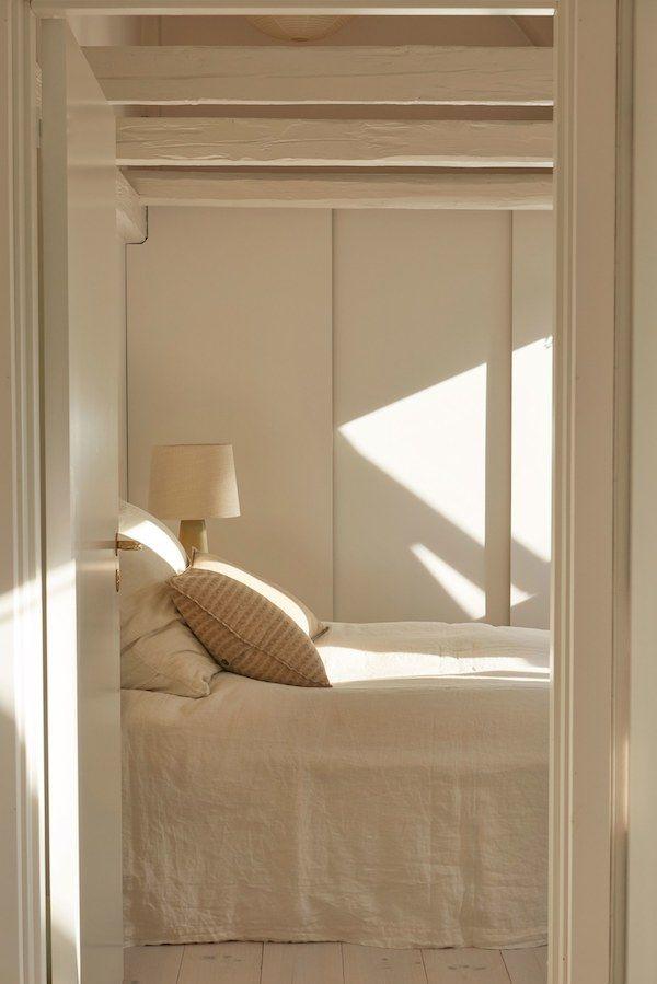 les 25 meilleures id es de la cat gorie poutres peintes. Black Bedroom Furniture Sets. Home Design Ideas