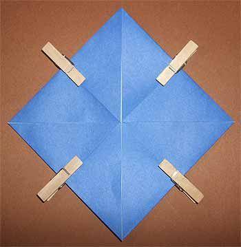 折り紙でこまの折り方!3枚で回して遊べる簡単な作り方 | セツの折り紙処