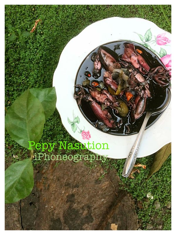 Indonesian Fish and Seafood: Squid in Ink Sauce Recipe (Cumi Masak Hitam).  My childhood fave