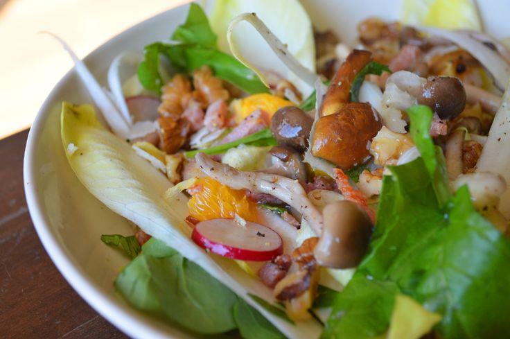 Witlofsalade met paddenstoelen en noten en een heerlijke frisse dressing!