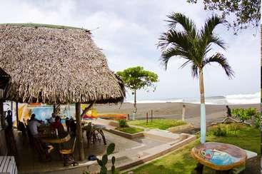 Workaway in Costa Rica. Experience cool local vibes and amazing surfing here in Playa Hermosa, Costa Rica