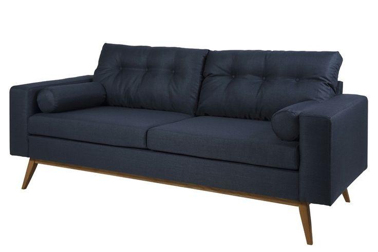 Kil 2 pers. sofa - Moderne og stilfuld 2 pers. sofa i blødt mørkeblåt corsica stof med mørke træben i oliebehandlet eg. Til sofaen medfølger der 2 smarte armpuder og 2 skønne ryghynder med knapper, som garanterer høj siddekomfort. Tilfør ekstra stil og elegance til stuen med denne fine sofa.
