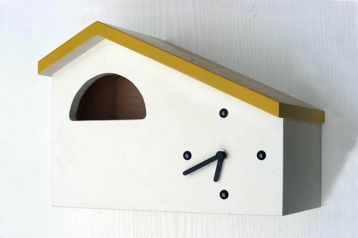 Gartenuhr  Mojacar-120 dekorative Designuhr für Terrasse und Garten kombiniert mit einem Nistkasten für Vögel aus witterungsbeständigem Holz  Halbhöhle 120 mm geignet für Hausrotschwanz, Rotkehlchen, Grauschnäpper