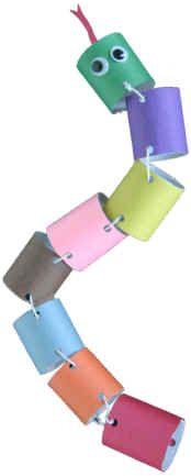 Goedkope knutsel tip van Speelgoedbank Amsterdam voor kinderen en ouders. Budget. Goedkoop knutselen, recycle en upcycle slang met een closetrolletje / toiletrolletje.