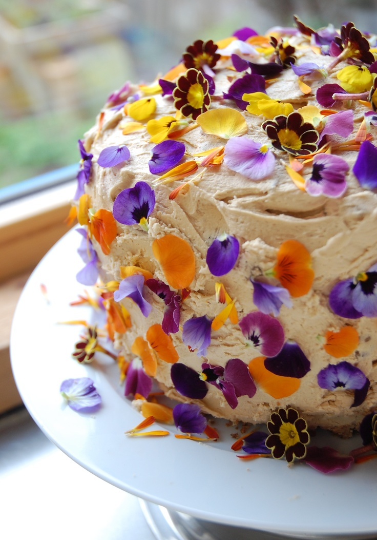 Birthday Cake Edible Pictures : 17 Best images about cakes with edible flowers on ...