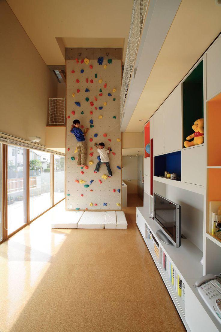 有限会社松橋常世建築設計室 の モダンな 家 「クライミングウォールの家」