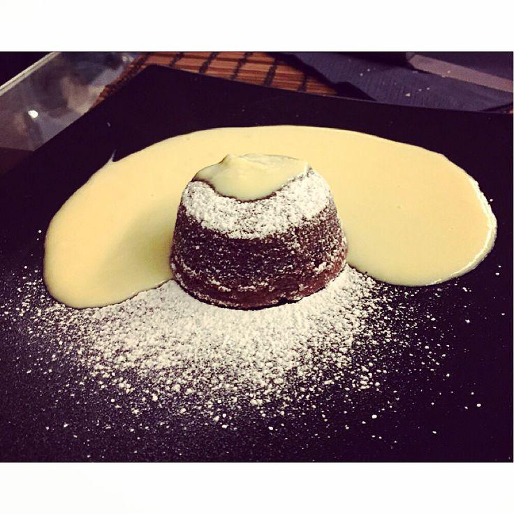 Soufflé al cioccolato con cuore fondente e crema inglese