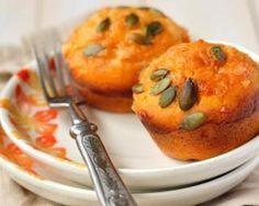 Muffins au potiron, noisettes et fromage de chèvre : http://www.fourchette-et-bikini.fr/recettes/recettes-minceur/muffins-au-potiron-noisettes-et-fromage-de-chevre.html
