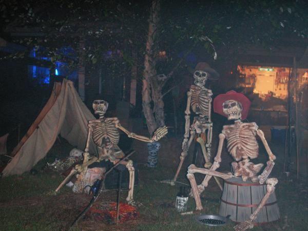 124 best wild west haunt ideas images on pinterest for Haunted house scene ideas