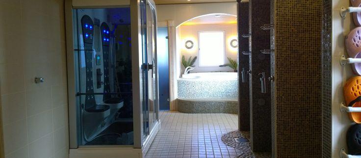 Huvila Keitaan (Pertunmaa, Suomi) kylpyläosastolla voi nauttia infrapuna-, sähkö, -ja puusaunasta.