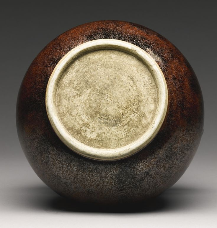An iron-rust-glazed archaistic vase (hu), Qing dynasty, 19th century