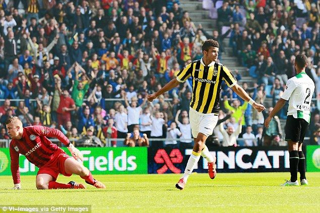 Chelsea in danger of losing starlet Dominic Solanke after he turns down contract offers [Mail]
