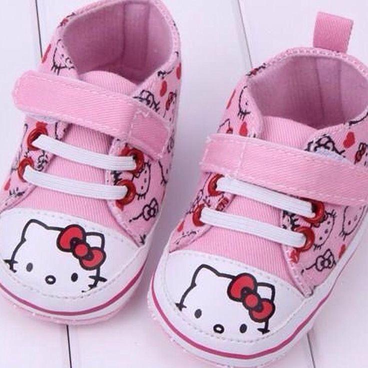 ¡Buenos días! No os queremos enamorar esta mañana. Botines primera calzadura #HelloKitty  PVP 12€  www.zapatosbaratos-lowcost.com