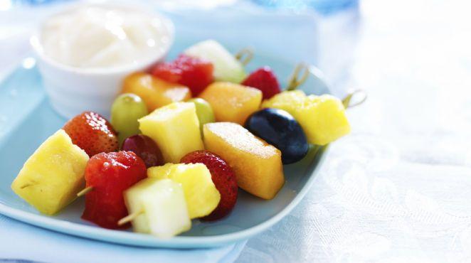 sommersnacks - Fruchtiges Fingerfood: Obstspieße