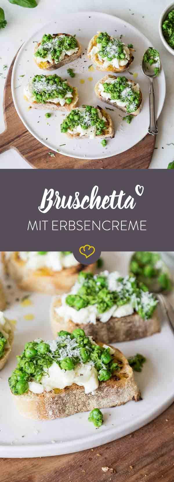 Italien auf deinem Teller: Mit nur wenigen Handgriffen zauberst du knusprige Bruschetta mit Mozzarella und einer Creme aus Erbsen, Minze und Basilikum.