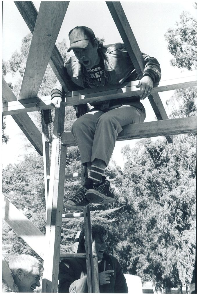 Dwight Schultz hanging around behind the scenes of the A-Team TV show, you can also see Dirk Benedict and George Peppard