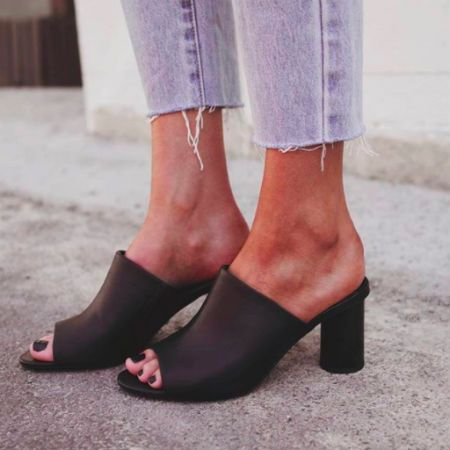 Black Tony Bianco mules are our favourite fahion trend!