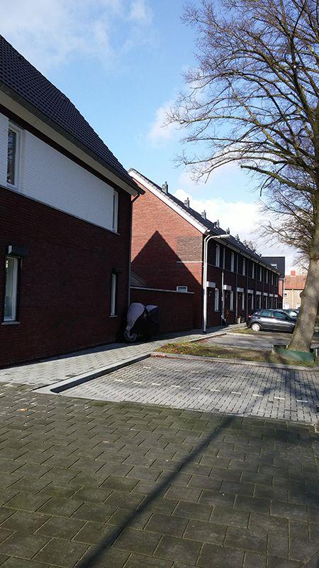 02 Vorm huizen, straat.