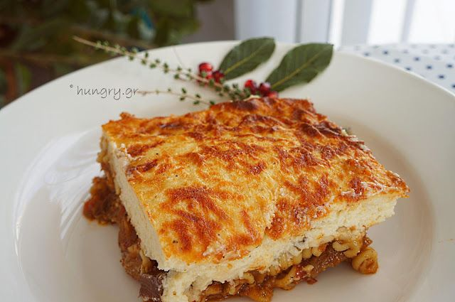 Kitchen Stori.es: Χοιρινό Ραγού με Βίδες & Σάλτσα Μπεσαμέλ