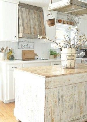 Traumküche im Landhaus Stil und trotzdem modern. Noch mehr Ideen gibt es auf www.Spaaz.de