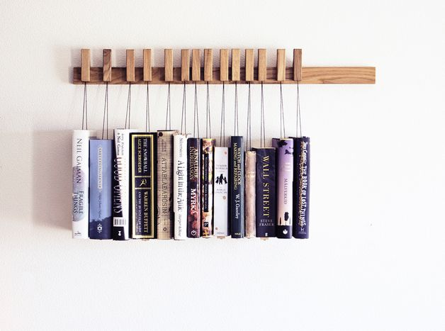 Hängendes Bücherregal im modernen Wohnstil, skandinavisches Design / book rack in oak, scandic design by agustav via DaWanda.com